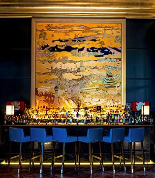 セントレジス・バーの正面に飾られた「大坂夏の陣」を描いた日本画。 作品名「TOUGEN」アーティスト名鴻崎正武(Masatake Kosaki)